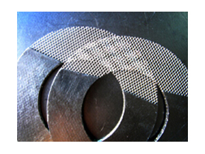 Graphite gasket reinforced with metal mesh